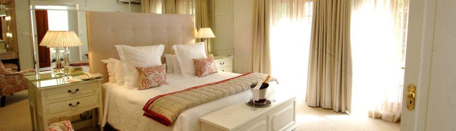 Cellars-Hohenort Hotel bed v