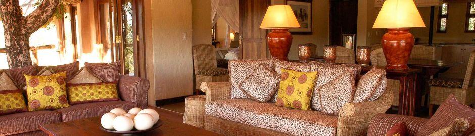 Tuningi Safari Lodge Lounge b