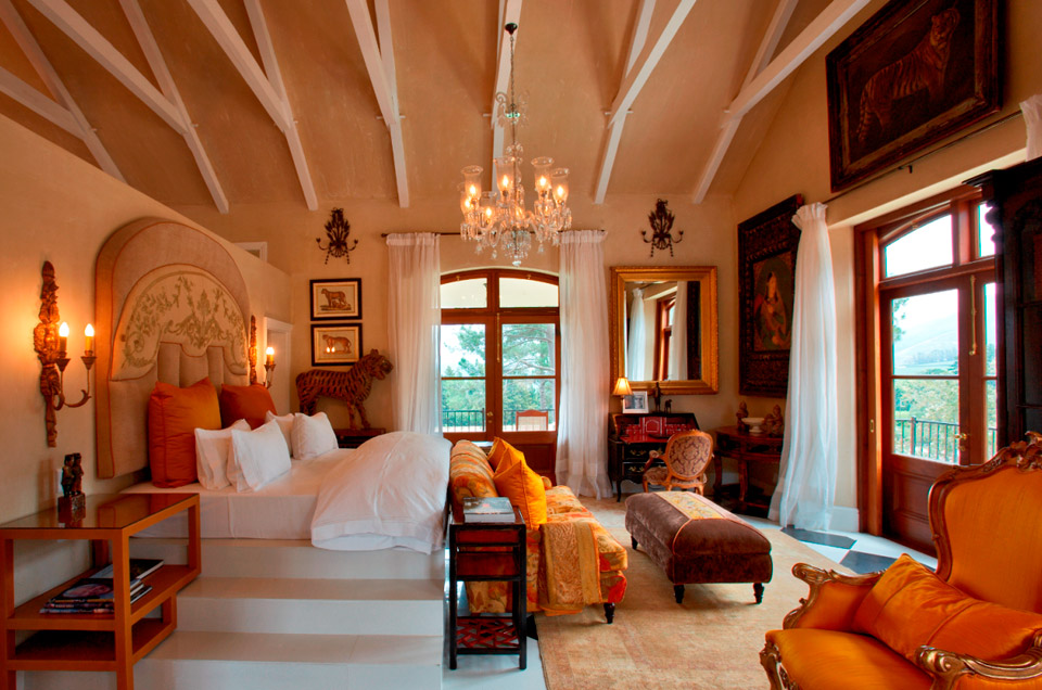 The vibrant rooms of La Residence