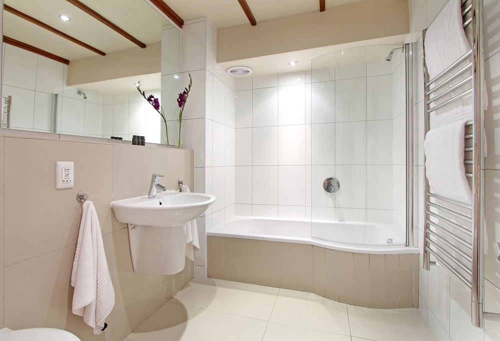Ensuite bathroom at Lalapanzi Lodge